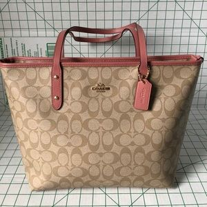 Coach signature zip tote with pink